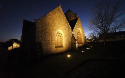 La chapelle Saint-Tugen à Primelin éclairée aux LED