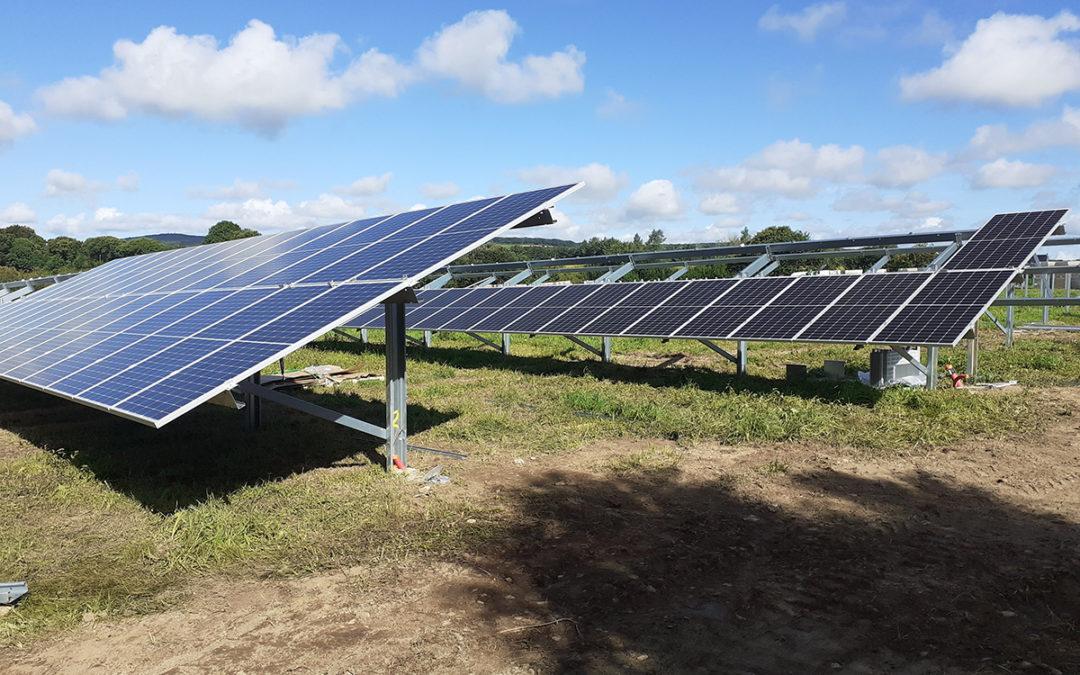 La centrale photovoltaïque au sol de Plogonnec en construction